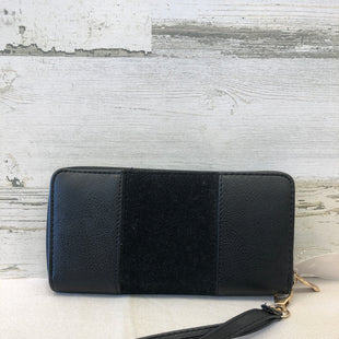 Primary Photo - BRAND:    CLOTHES MENTOR STYLE: WRISTLET COLOR: BLACK SKU: 153-15320-74767
