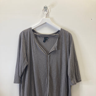 Primary Photo - BRAND: CYNTHIA ROWLEY STYLE: TOP SHORT SLEEVE COLOR: GREY SIZE: 2X SKU: 153-15311-42576