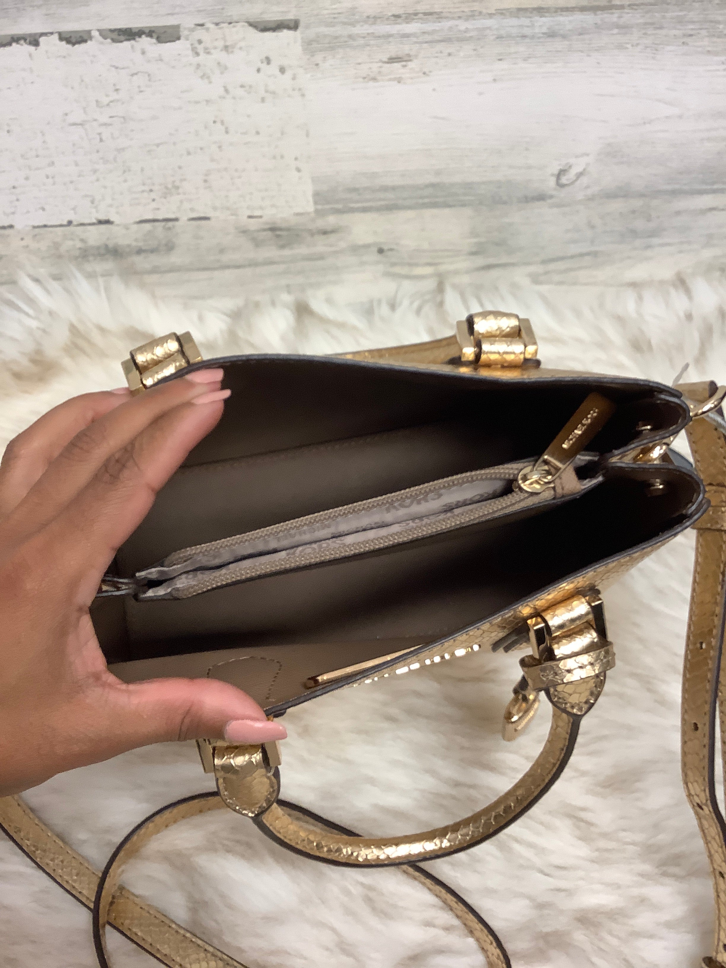 Photo #1 - BRAND: MICHAEL KORS <BR>STYLE: HANDBAG DESIGNER <BR>COLOR: GOLD <BR>SIZE: MEDIUM <BR>OTHER INFO: AS IS <BR>SKU: 153-153173-1461