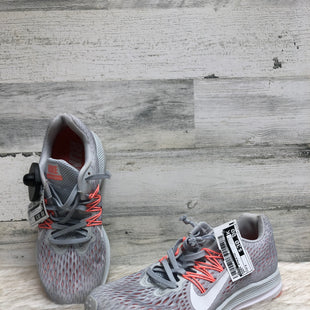 Primary Photo - BRAND: NIKE STYLE: SHOES ATHLETIC COLOR: GREY SIZE: 7 SKU: 153-153111-39996