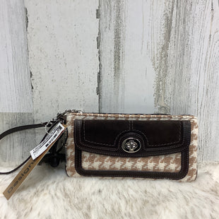 Primary Photo - BRAND: COACH STYLE: WRISTLET COLOR: BROWN SKU: 153-15320-68467