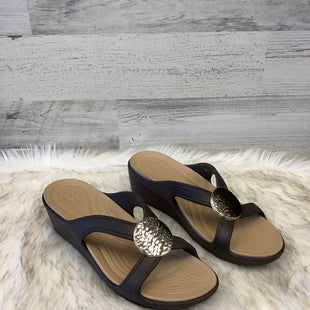 Primary Photo - BRAND: CROCS STYLE: SANDALS LOW COLOR: BROWN SIZE: 9 OTHER INFO: WIDE SKU: 153-153111-32203