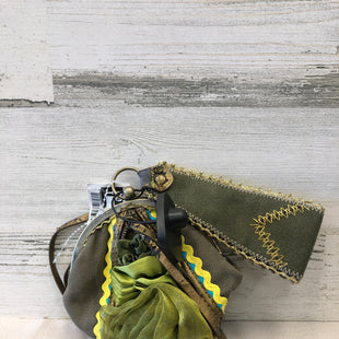 Primary Photo - BRAND:    CLOTHES MENTOR STYLE: WRISTLET COLOR: GREEN SKU: 153-153111-37114
