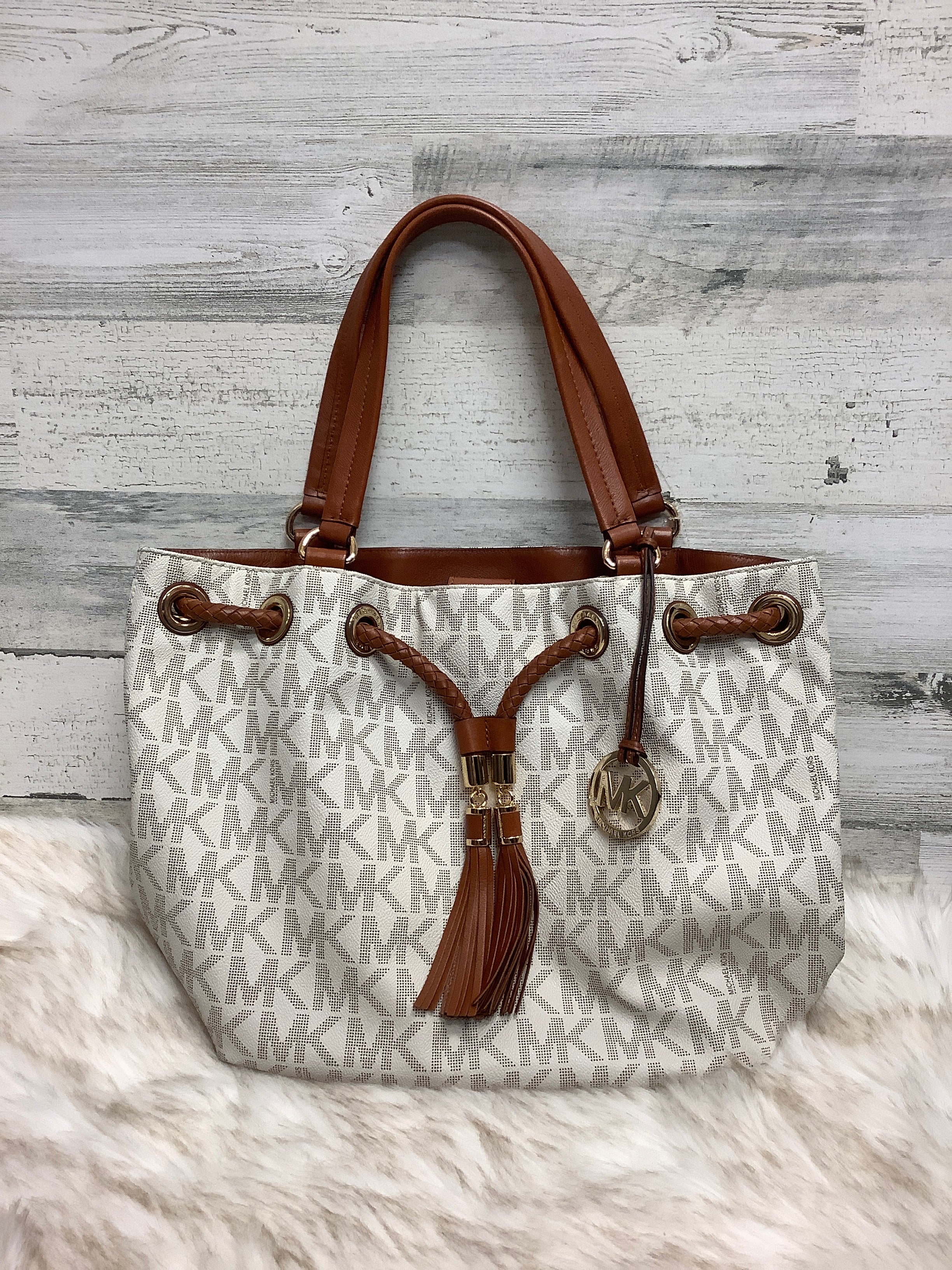 Primary Photo - BRAND: MICHAEL KORS <BR>STYLE: HANDBAG DESIGNER <BR>COLOR: WHITE <BR>SIZE: LARGE <BR>OTHER INFO: 30T3GTTT9B <BR>SKU: 153-15399-17329