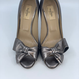 Primary Photo - BRAND: VALENTINO STYLE: SHOES DESIGNER COLOR: PEWTER SIZE: 8.5 SKU: 315-31513-74198