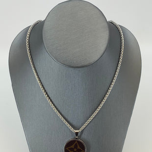 "Primary Photo - BRAND: REPURPOSED LOUIS VUITTON STYLE: NECKLACE COLOR: SILVER OTHER INFO: SMALL ROUND SKU: 315-31513-7229418"" STAINLESS STEEL CHAIN."