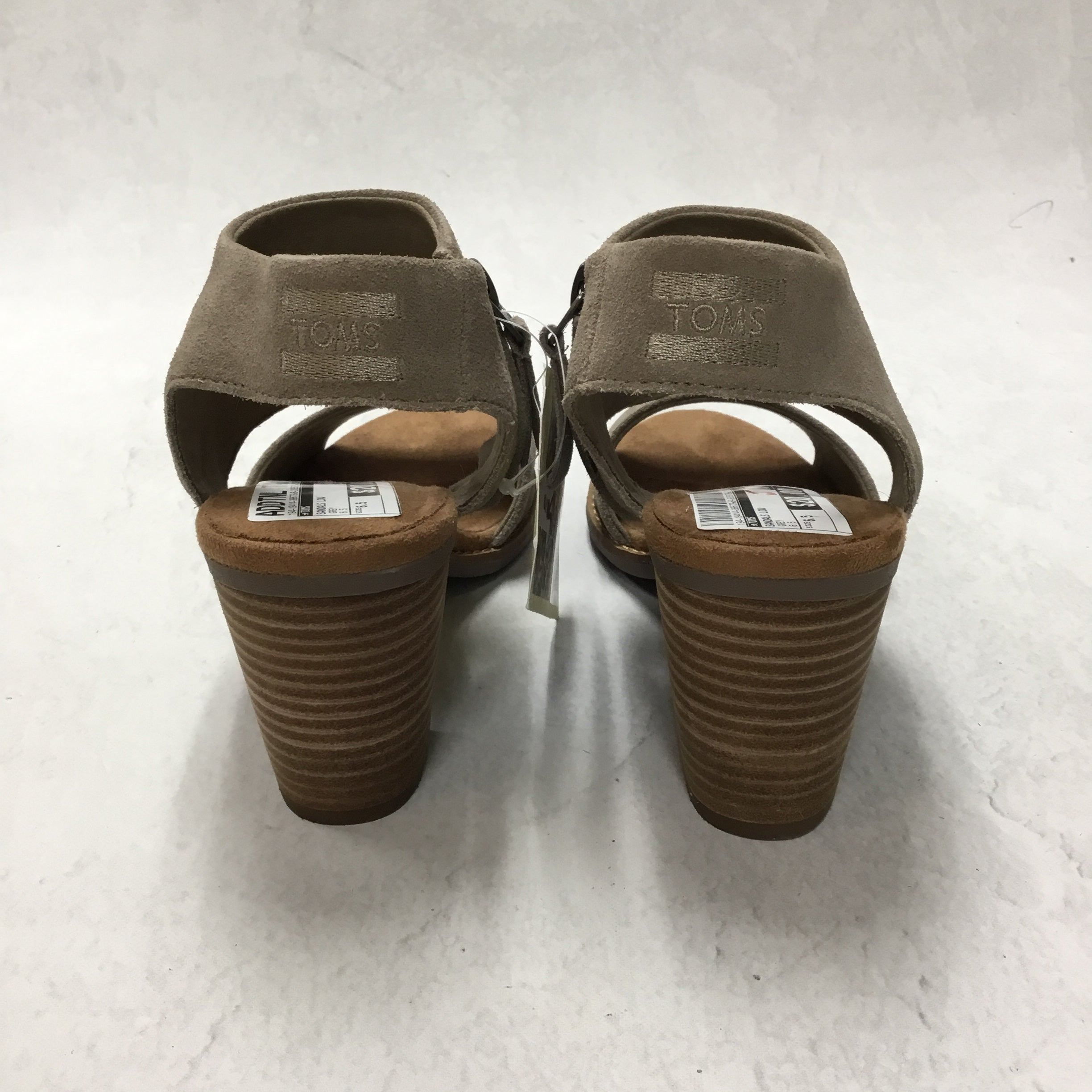 Photo #2 - BRAND: TOMS <BR>STYLE: SANDALS LOW <BR>COLOR: GREY <BR>SIZE: 6.5 <BR>SKU: 194-19414-38673