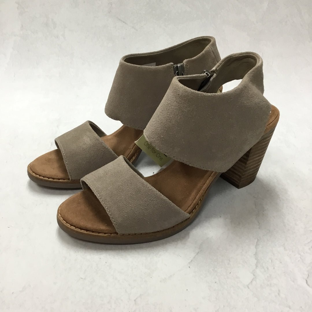 Primary Photo - BRAND: TOMS <BR>STYLE: SANDALS LOW <BR>COLOR: GREY <BR>SIZE: 6.5 <BR>SKU: 194-19414-38673