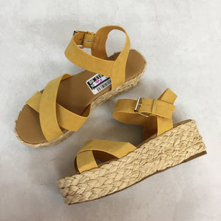 Primary Photo - BRAND: QUPID STYLE: SANDALS LOW COLOR: MUSTARD SIZE: 9 SKU: 194-194225-2606