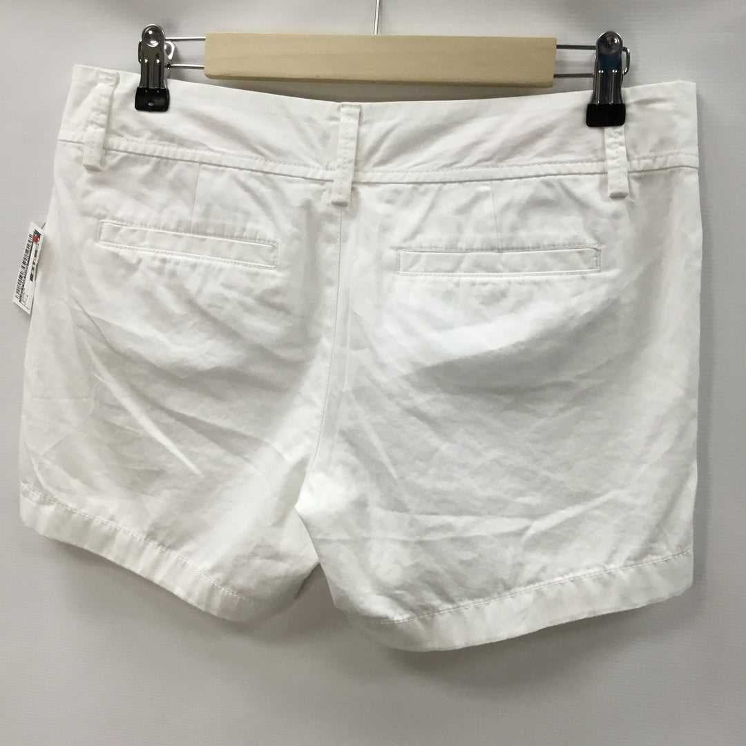 Photo #1 - BRAND: LILLY PULITZER <BR>STYLE: SHORTS <BR>COLOR: WHITE <BR>SIZE: 4 <BR>SKU: 194-194183-21957