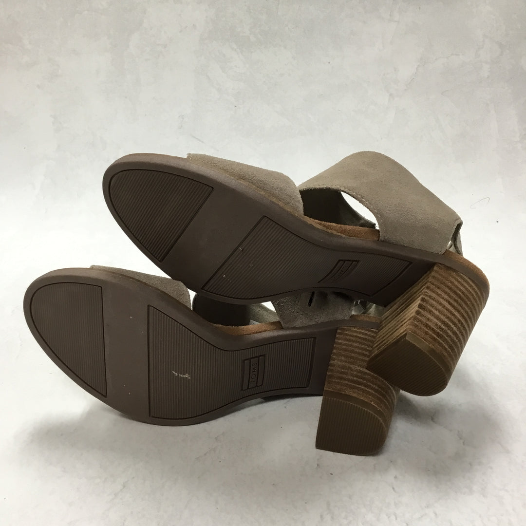 Photo #3 - BRAND: TOMS <BR>STYLE: SANDALS LOW <BR>COLOR: GREY <BR>SIZE: 6.5 <BR>SKU: 194-19414-38673