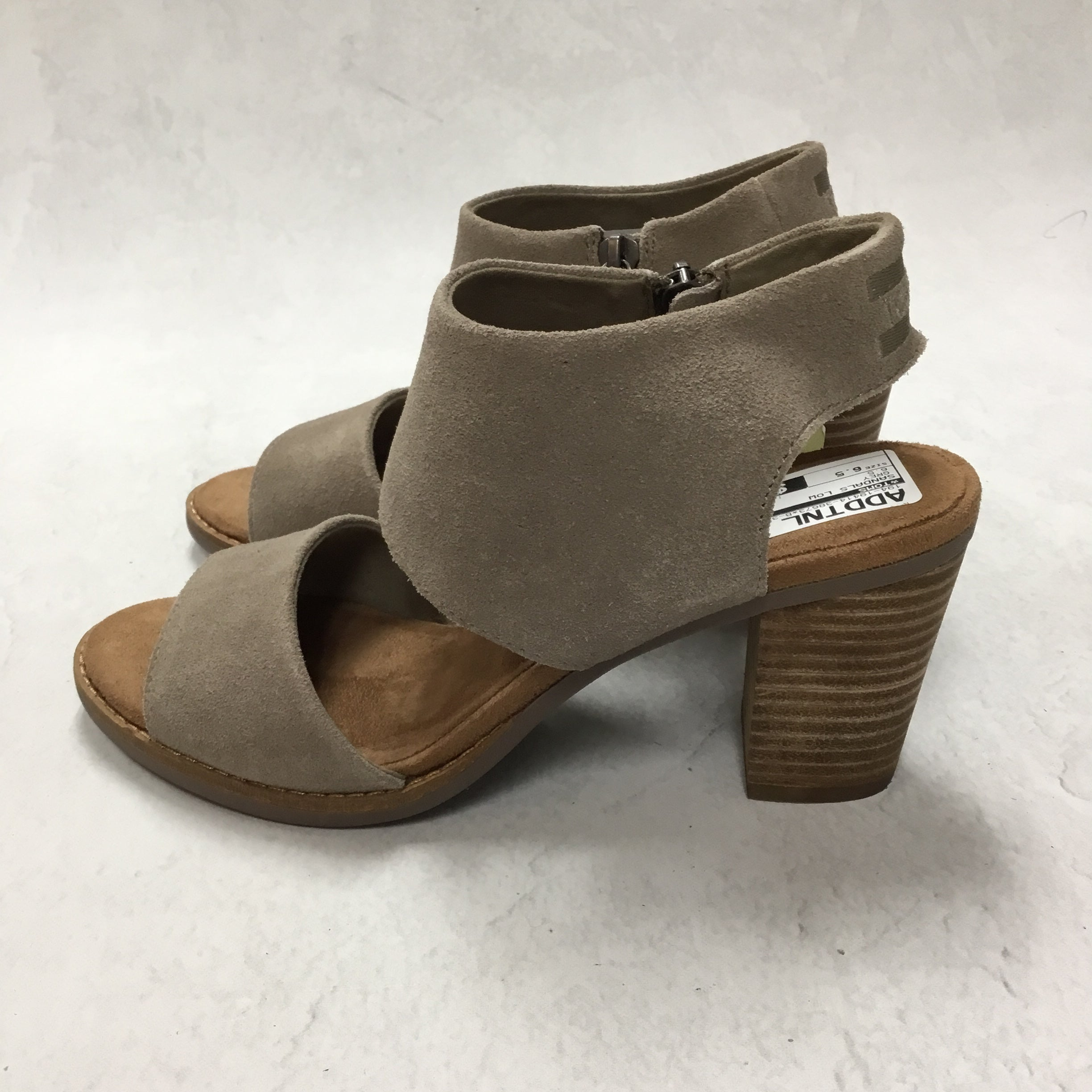 Photo #1 - BRAND: TOMS <BR>STYLE: SANDALS LOW <BR>COLOR: GREY <BR>SIZE: 6.5 <BR>SKU: 194-19414-38673