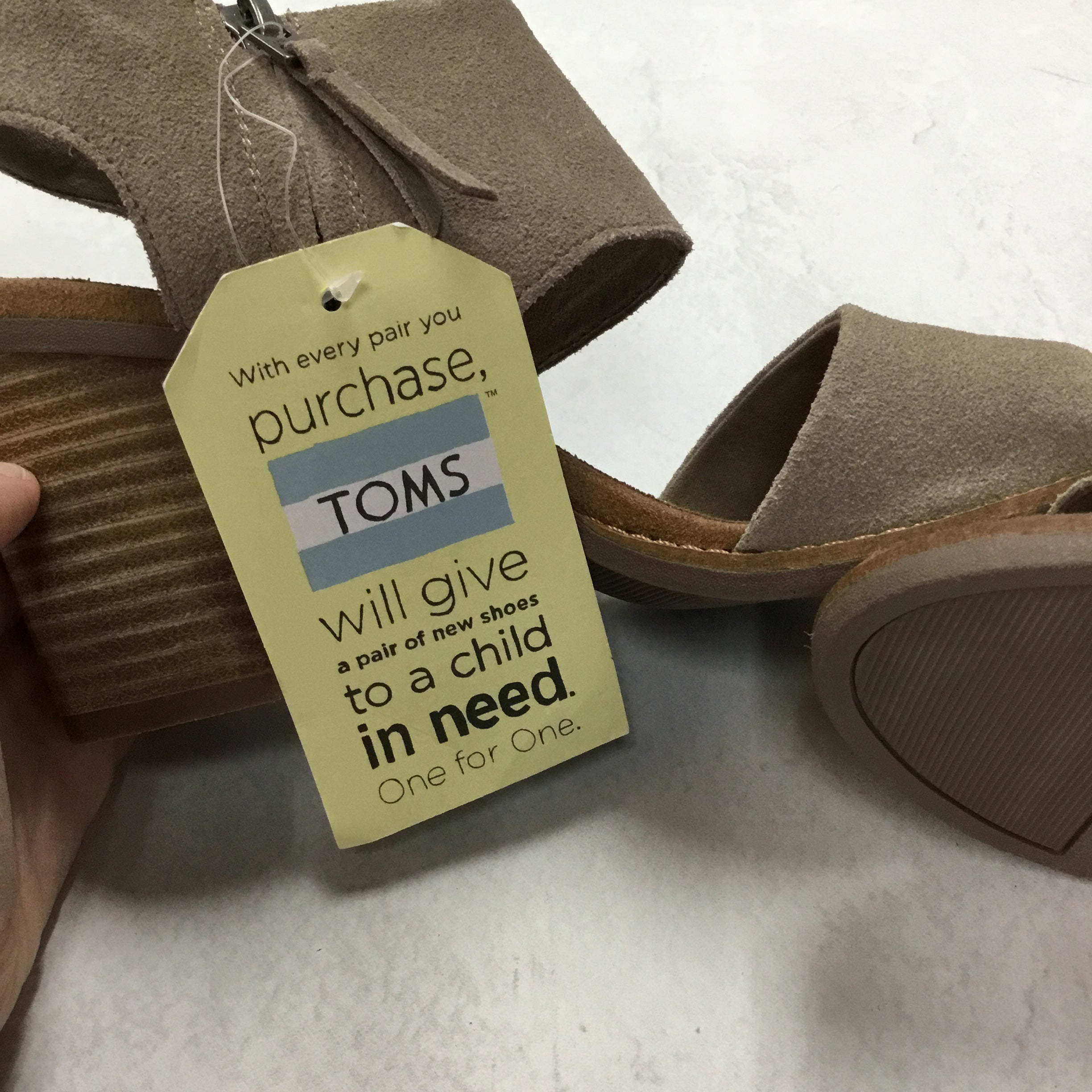 Photo #4 - BRAND: TOMS <BR>STYLE: SANDALS LOW <BR>COLOR: GREY <BR>SIZE: 6.5 <BR>SKU: 194-19414-38673