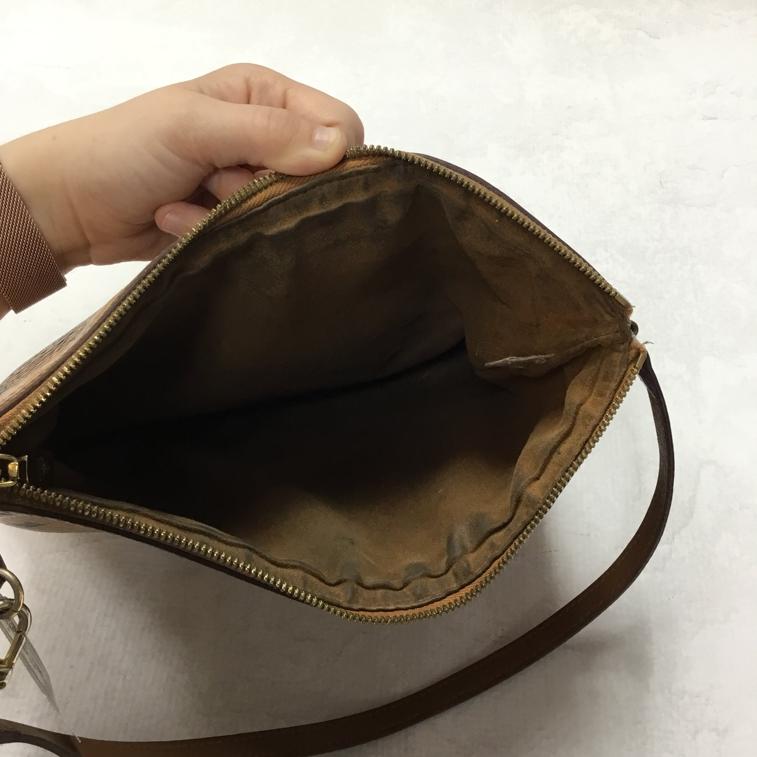 Photo #3 - BRAND: MCM <BR>STYLE: HANDBAG DESIGNER <BR>COLOR: BROWN <BR>SIZE: SMALL <BR>OTHER INFO: PRICED WITH CONDITION IN MIND<BR>SKU: 194-19414-36472