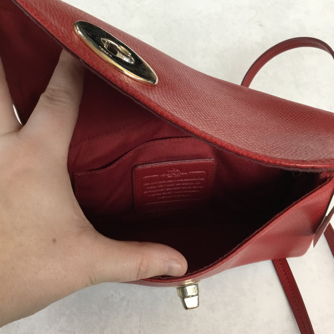 Photo #3 - BRAND: COACH <BR>STYLE: HANDBAG DESIGNER <BR>COLOR: RED <BR>SIZE: SMALL <BR>OTHER INFO: AS IS <BR>SKU: 194-194229-3313<BR>BOTH CLUTCH CHAIN AND CROSSBODY STRAP CAN COME COMPLETELY OFF. <BR>8X5.5X1
