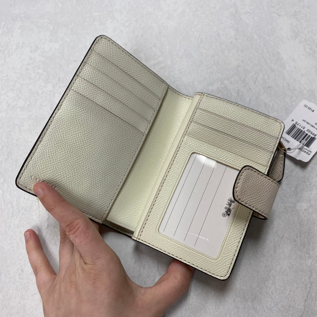 Photo #1 - BRAND: COACH <BR>STYLE: WALLET <BR>COLOR: WHITE <BR>SIZE: SMALL <BR>SKU: 194-194167-33982