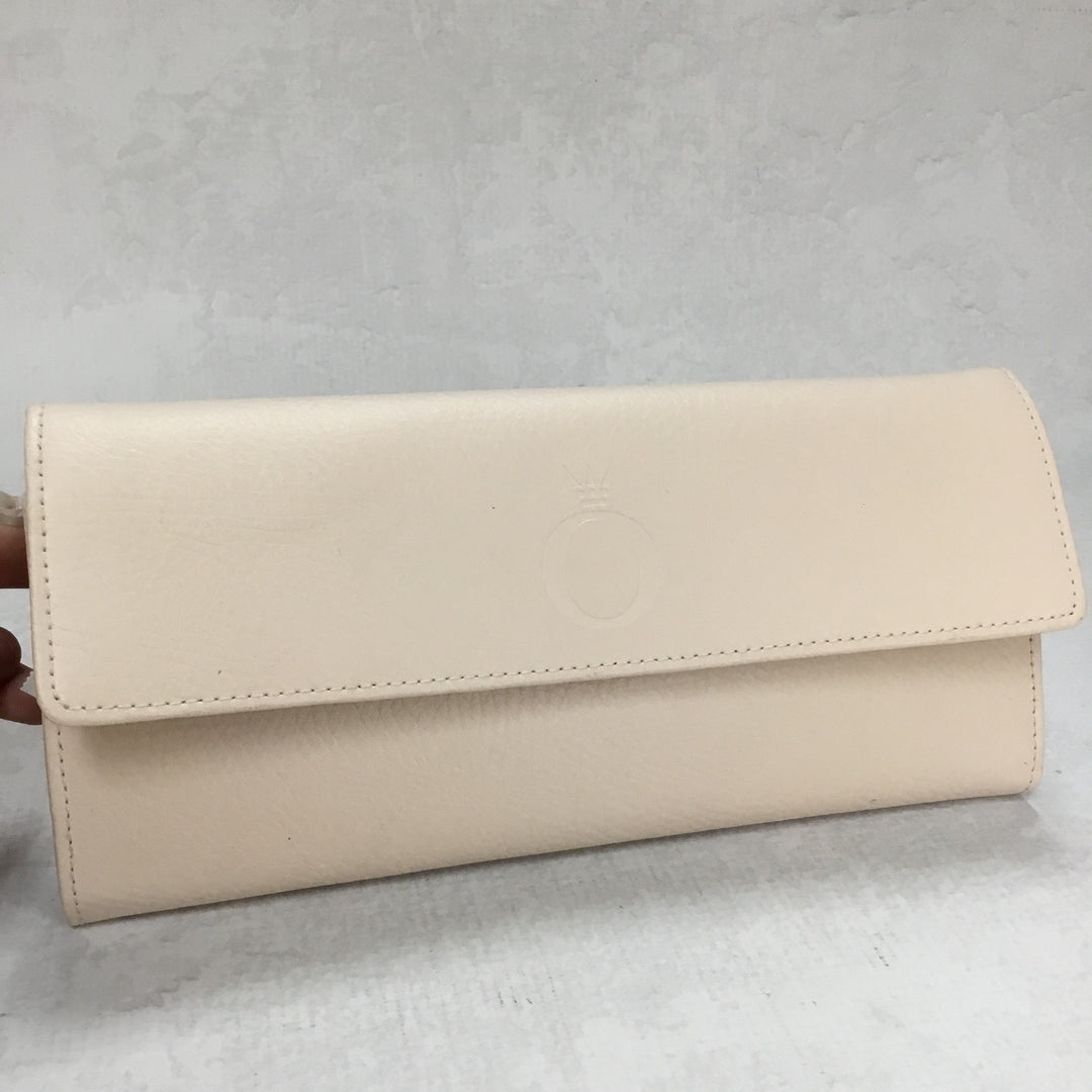 Primary Photo - BRAND: PANDORA <BR>STYLE: CLUTCH <BR>COLOR: CREAM <BR>OTHER INFO: JEWELRY TRAVEL CLUTCH <BR>SKU: 194-194229-2240