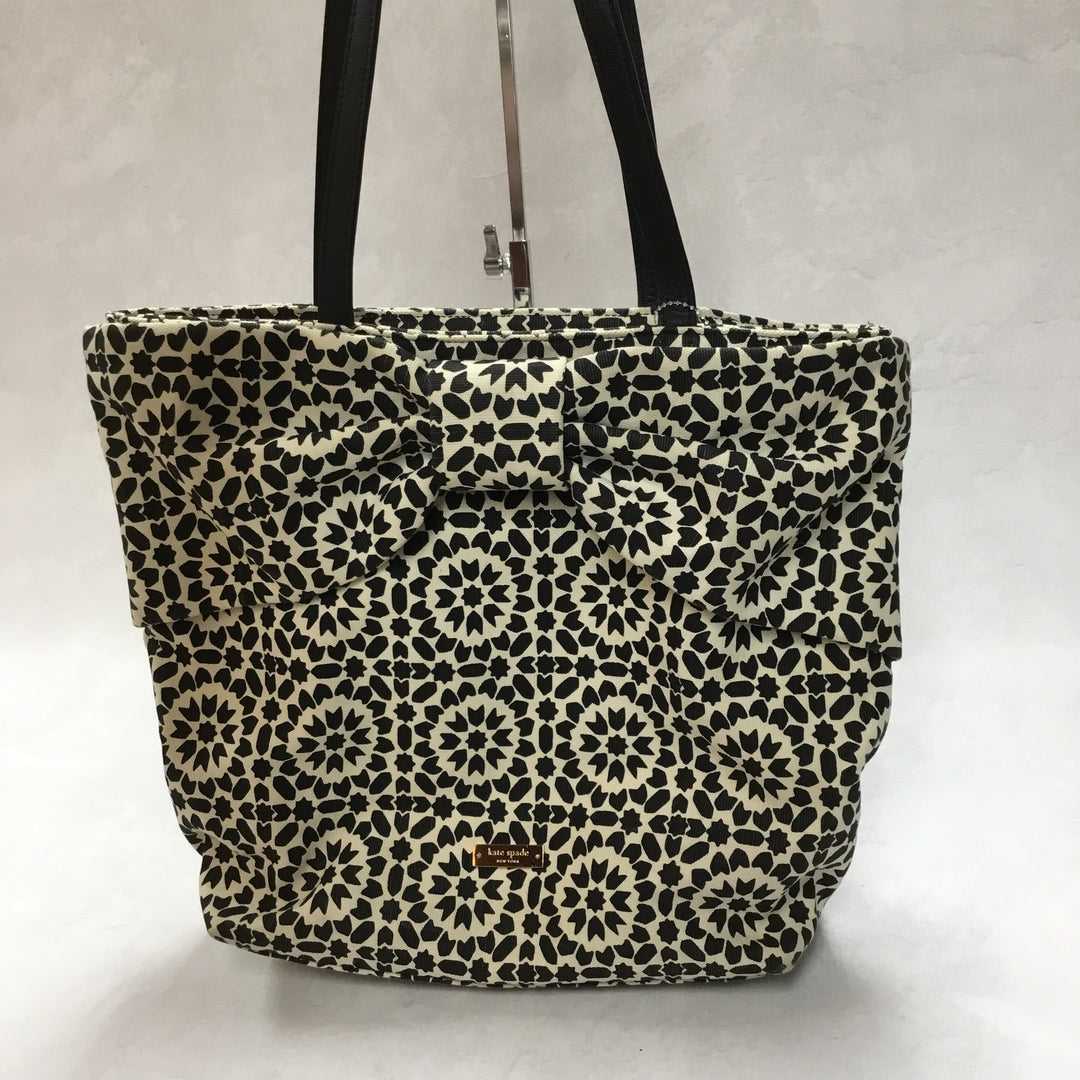 Primary Photo - BRAND: KATE SPADE <BR>STYLE: HANDBAG <BR>COLOR: BLACK WHITE <BR>SIZE: MEDIUM <BR>OTHER INFO: 11.5 X 5 X 13 INCHES<BR>SKU: 194-194230-2408
