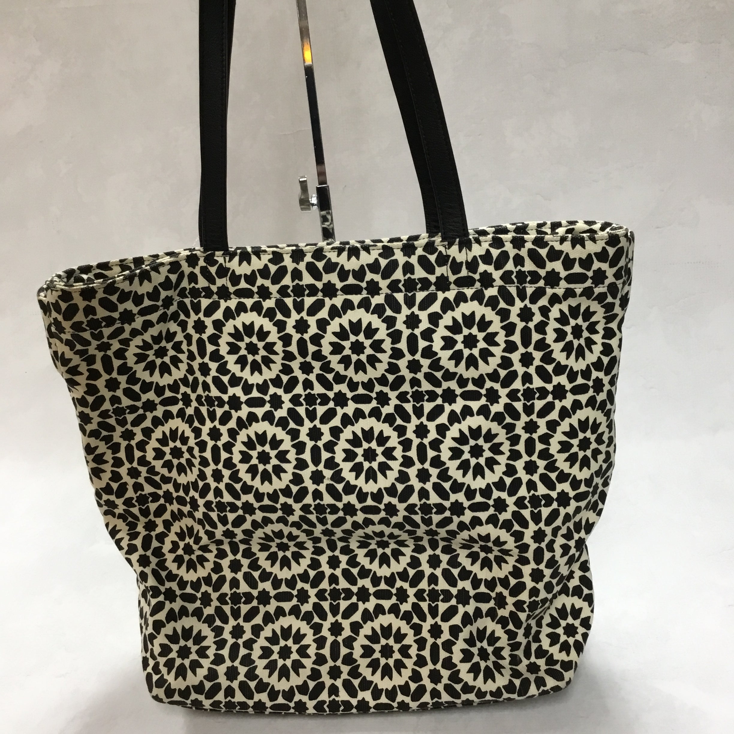 Photo #1 - BRAND: KATE SPADE <BR>STYLE: HANDBAG <BR>COLOR: BLACK WHITE <BR>SIZE: MEDIUM <BR>OTHER INFO: 11.5 X 5 X 13 INCHES<BR>SKU: 194-194230-2408