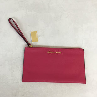Primary Photo - BRAND: MICHAEL KORS STYLE: WRISTLET COLOR: PINK SIZE: L OTHER INFO: NEW! SKU: 194-194183-184679.75X5