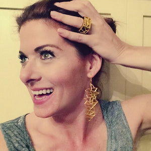 Side view of Debra Messing wearing Lattice Square Cocktail Ring - tiger's eye