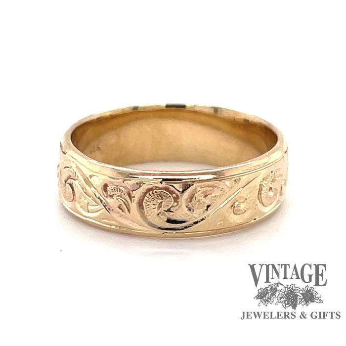 Revolving video of 14 karat yellow gold hand engraved ring