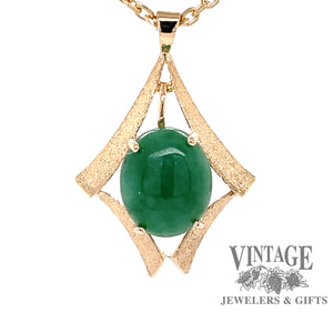 14 karat yellow gold green jadeite pendant, front