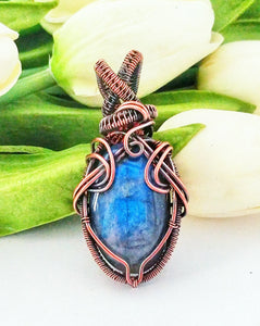 Labradorite and woven copper wire pendant