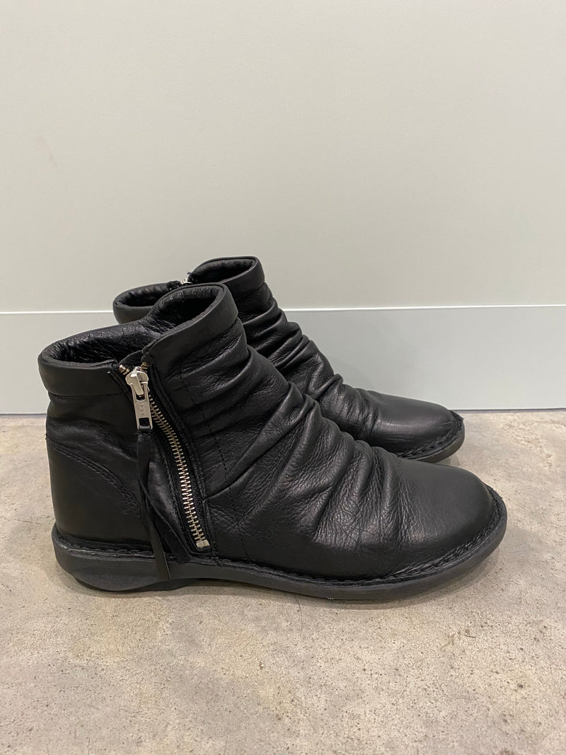 Effegie Black Ankle Boots