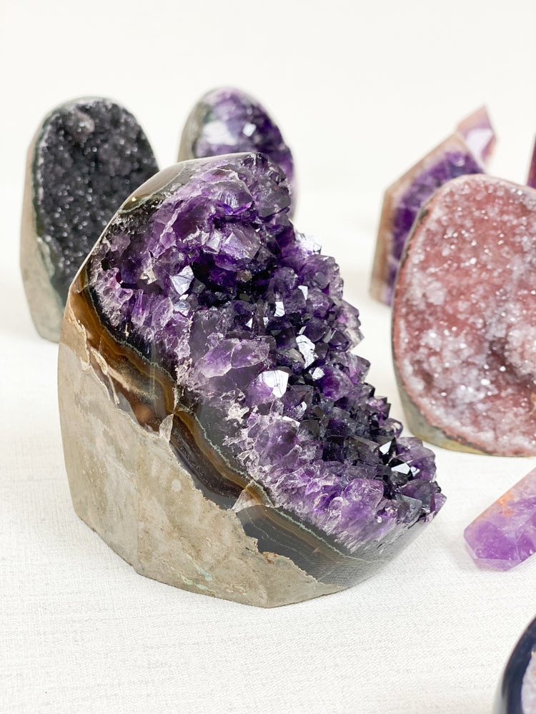 Load image into Gallery viewer, Amethyst (Uruguayan) Agate Free Standing