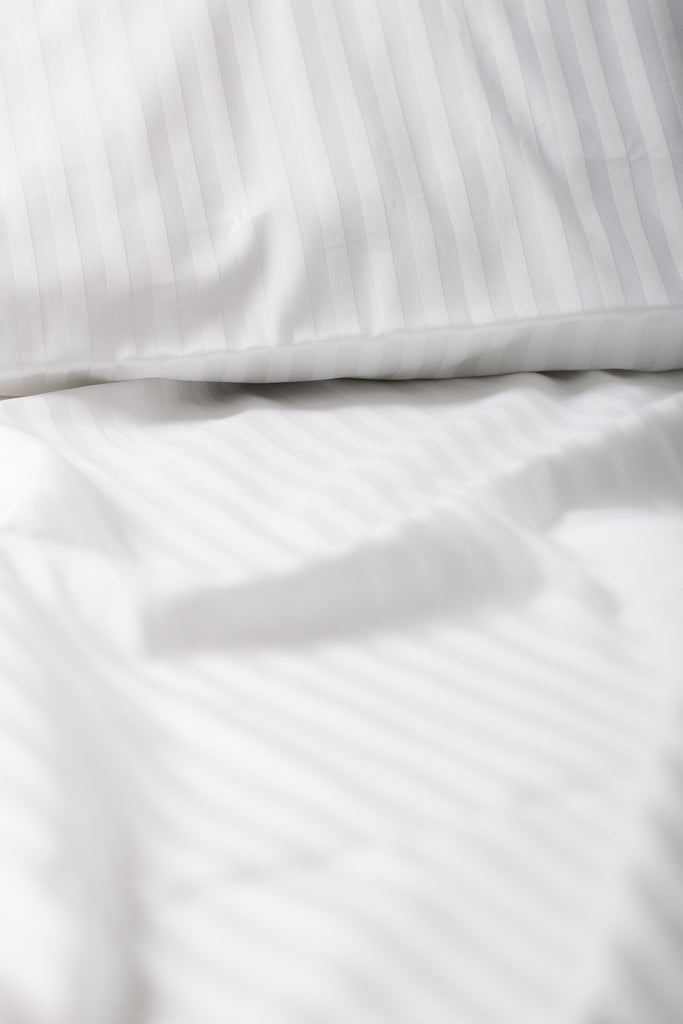 """White"" Damask Stripe Organic Cotton Sateen Fitted Sheet - Dreamdesigns.ca"