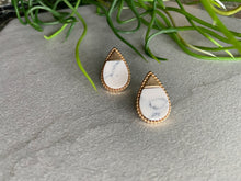 Load image into Gallery viewer, Gold Teardrop Stud Earrings