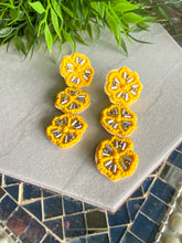 Load image into Gallery viewer, Beaded Flower Earrings