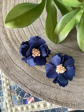 Load image into Gallery viewer, Navy Flower Earrings