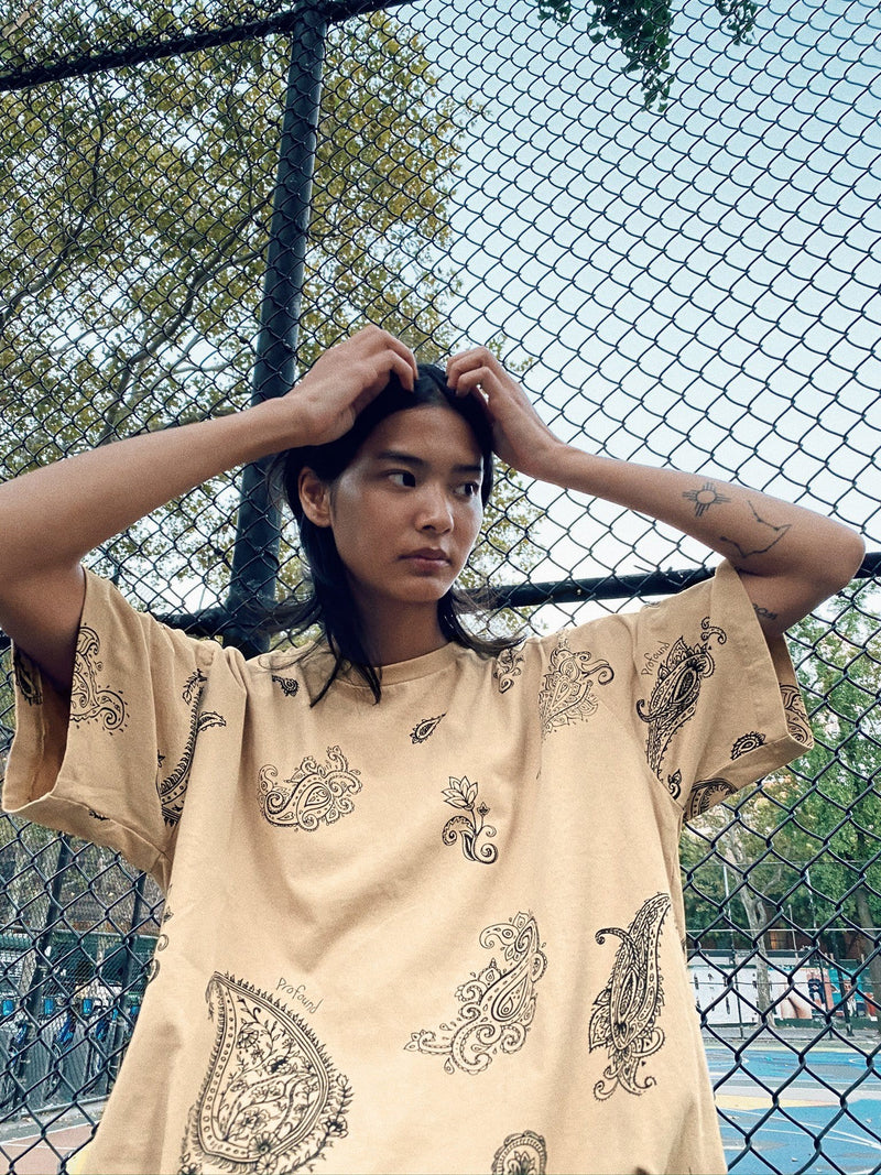 Pencil Paisley Tee in Sand