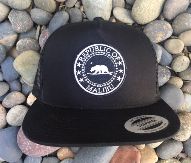 Republic of Malibu - Surf Bear® premium trucker