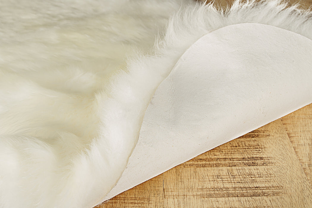 "HomeRoots 24"" x 36"" x 1.5"" Natural Single Sheepskin - Area Rug"