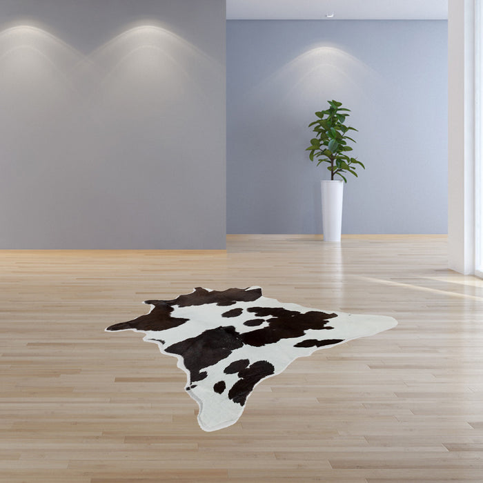 "HomeRoots 24"" x 36"" Salt And Pepper, Black And White Calfskin - Area Rug"