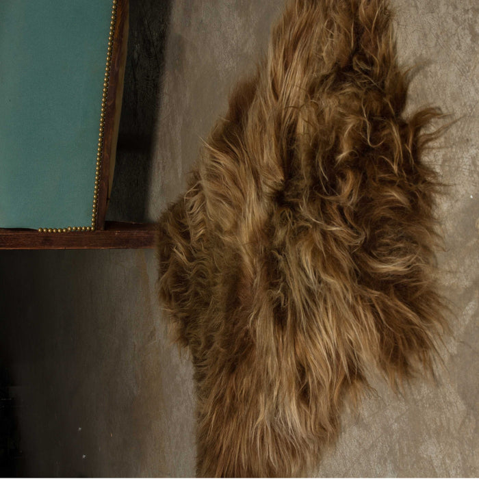 "HomeRoots 24"" x 36"" x 1.5"" x 2"" Chestnut Sheepskin Single Long-Haired - Area Rug"