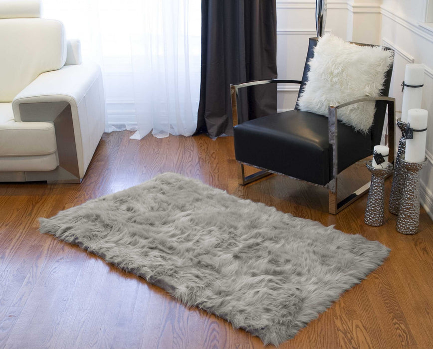 "HomeRoots 3"" x 5"" Gray Rectangular Faux Fur - Area Rug"