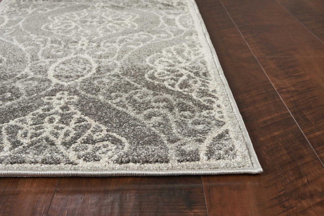 "HomeRoots 5'3"" x 7'7"" UV-treated Polypropylene Silver Area Rug"