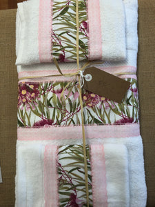 Three piece towel set