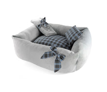 Laden Sie das Bild in den Galerie-Viewer, Super Soft Dog Lounge - Grey Plaid