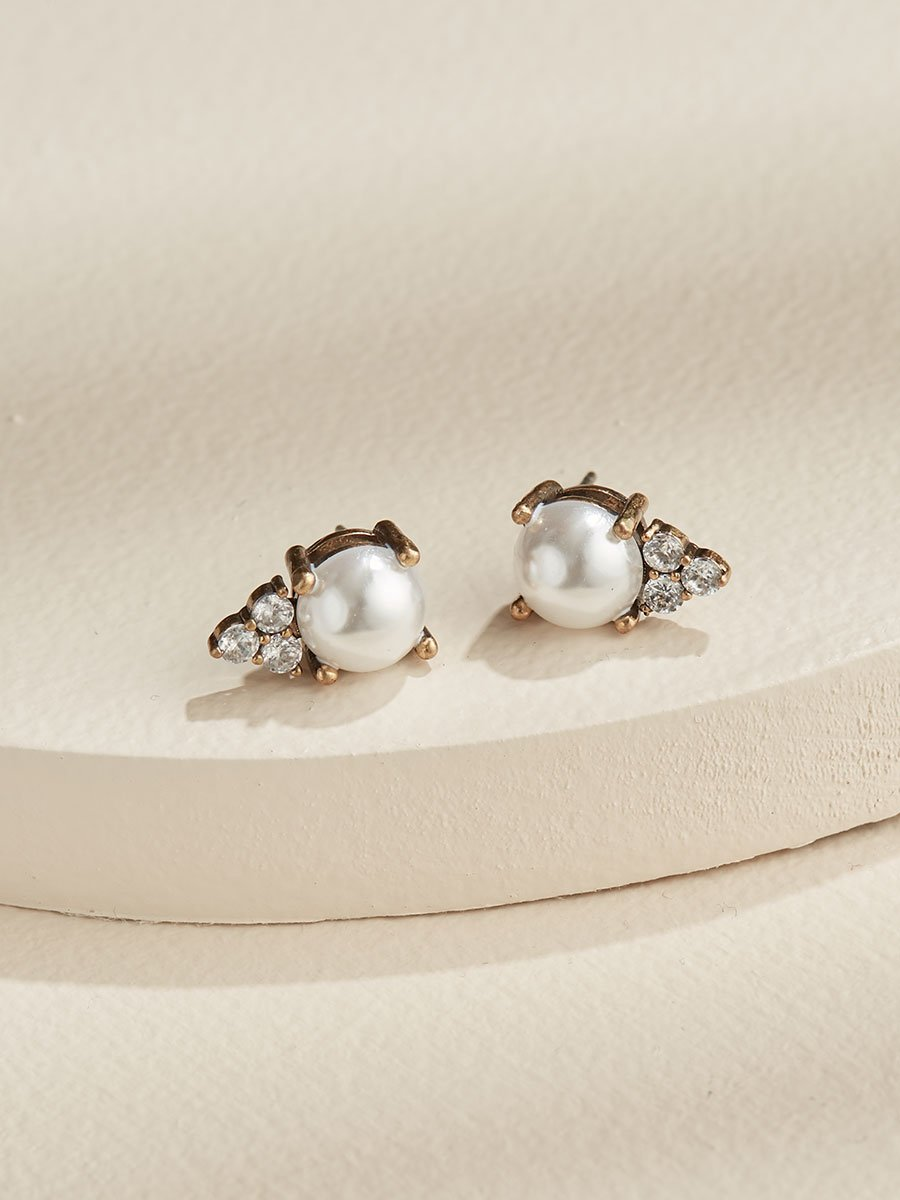 Olive & Piper Gold 'Chloe' Pearl Stud Earrings