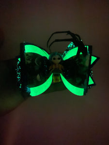 Button Eyed Girl Bow-Glows