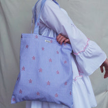 Load image into Gallery viewer, The Starfish tote bag
