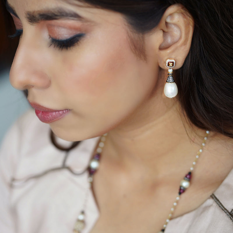 Meera Earrings/M136