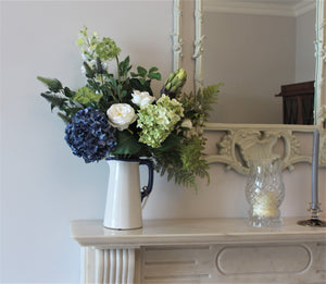 ARTIFICIAL FLOWERS AVAILABLE IN A VASE. DELIVERY TROUGHOUT IRELAND AND THE UK