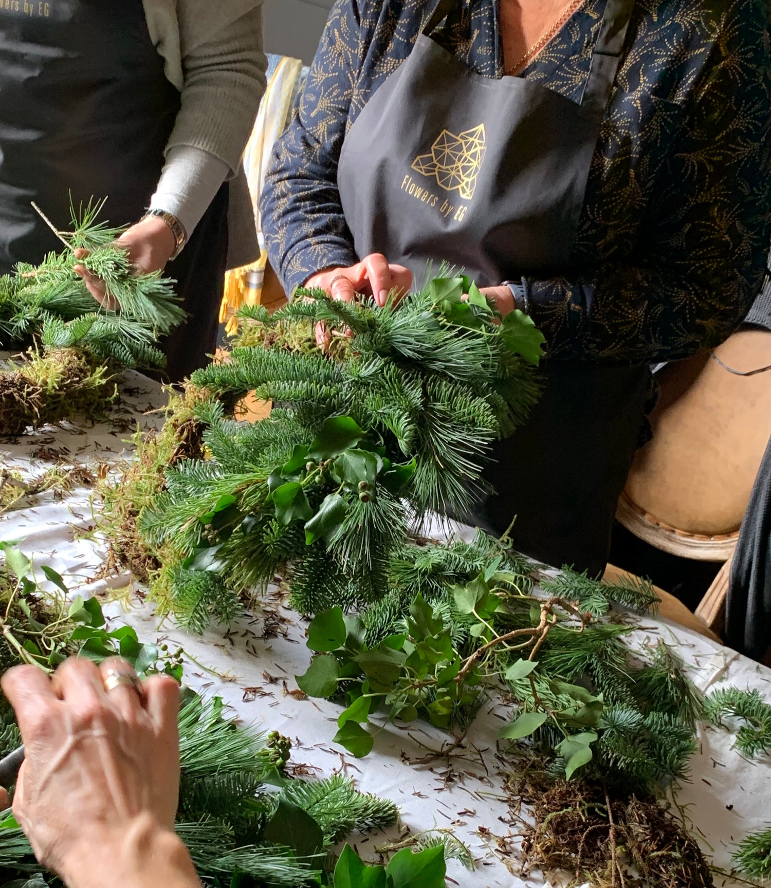 Wine Tasting and Wreath Making For 6 People @ 10:00 on 6th Dec