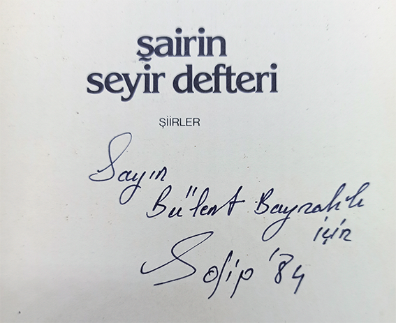 Sairin seyir defteri. Siirler. [SIGNED - INSCRIBED - LIMITED AND NUMBERED COPY: 1406 / 1600 - FIRST EDITION]